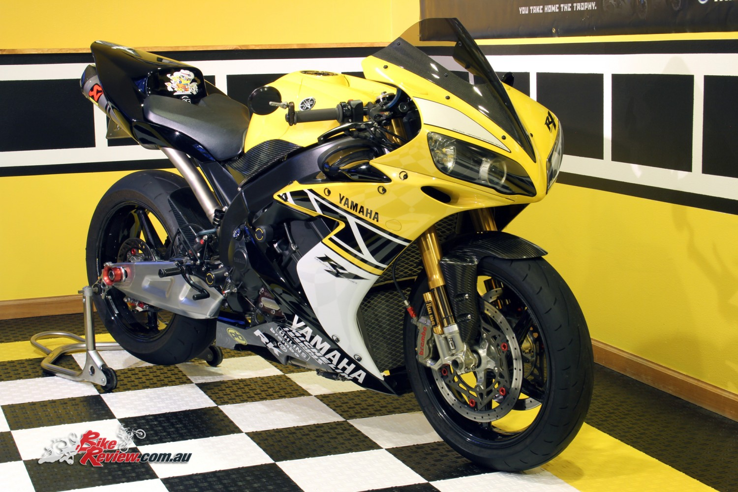 Custom Kenny Roberts Rep Custom Yzf R1 Bike Review