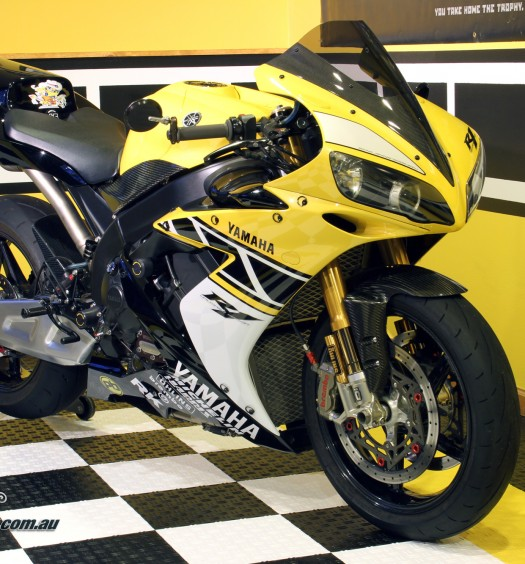 Custom-YZF-R1-Unlimited-BikeReview-(22)