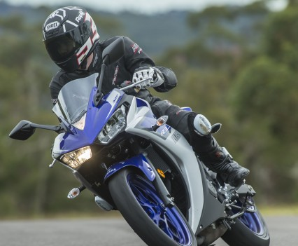 2016 Yamaha YZF-R3 Bike Review Actions (5)
