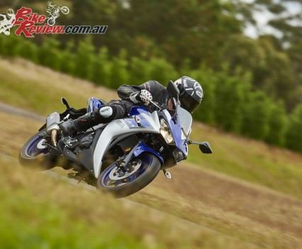 2016 Yamaha YZF-R3 Bike Review Actions (7)