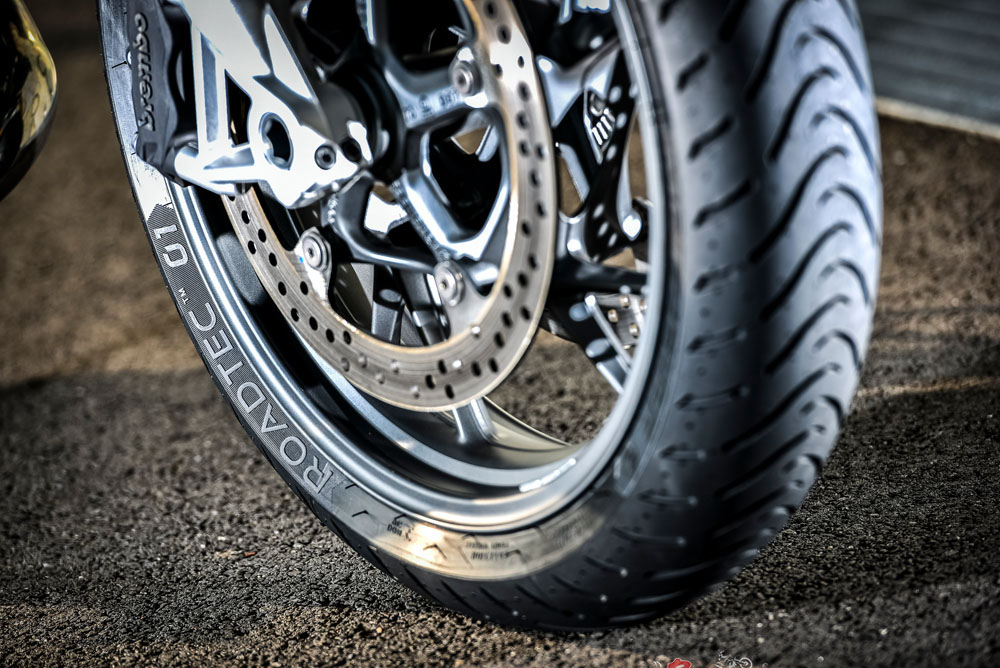 new product metzeler roadtec 01 tyres bike review. Black Bedroom Furniture Sets. Home Design Ideas