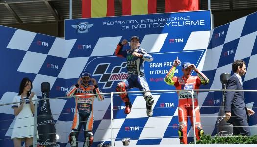 """Lorenzo wins last lap thriller as Rossi retires in """"Mugiallo"""""""