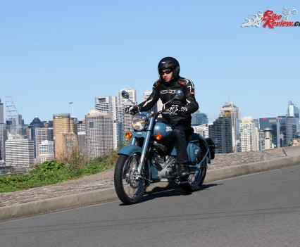2016 Royal Enfield Classic 500 Bike Review (11)