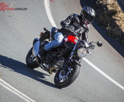 2016 Suzuki SV650 LAMS Bike Review  Action (2)