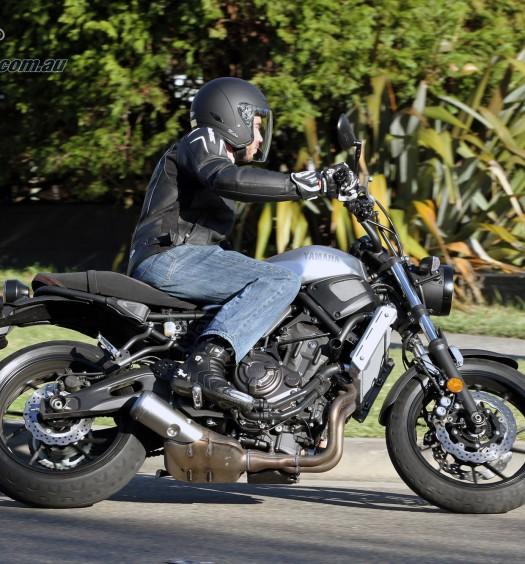 2016 Yamaha XSR700 Bike Review Action (20)