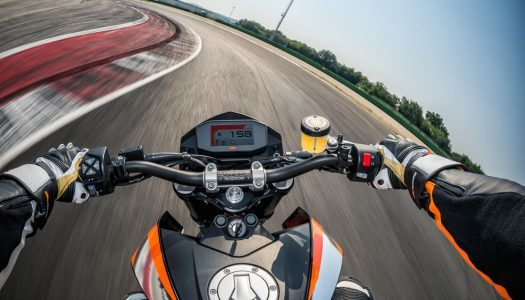 Review: 2016 KTM 690 Duke & Duke R Video