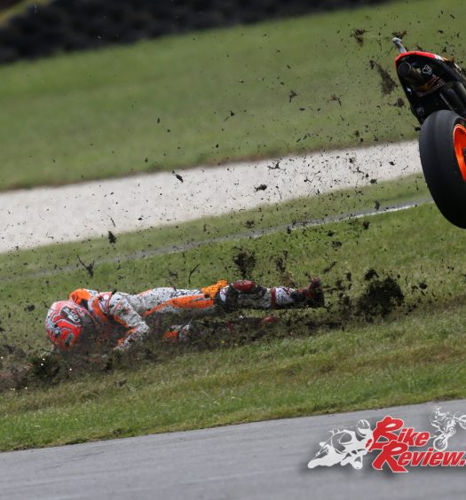 Marc Marquez crashes from lead, Phillip Island MotoGP 2016