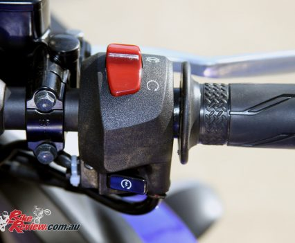 2016 Yamaha YZF-R3 - right switchblock