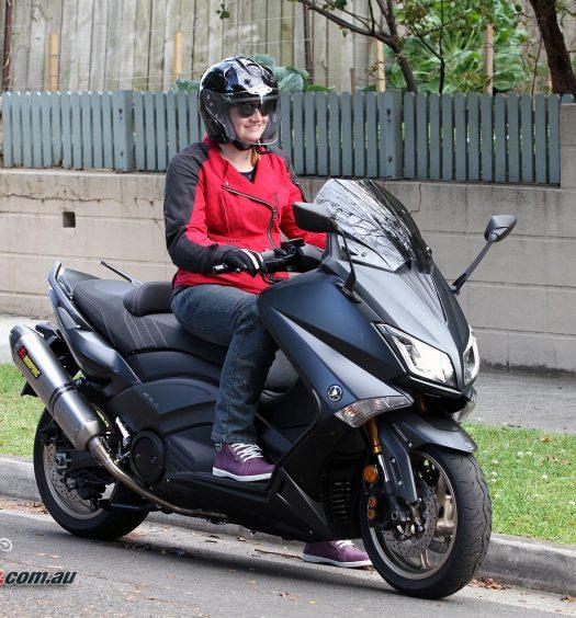 DriRider Cruise women's jacket, Classic jeans, Urban gloves, HJC FG-Jet helmet