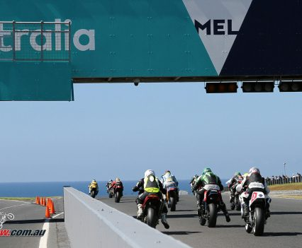 Race 3 of the International Challenge starts.