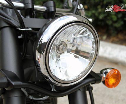 2017 Kawasaki Vulcan 900 Classic - Traditional styling with a single headlight and bar mounted indicators