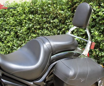 2017 Kawasaki Vulcan 900 Classic - Seating is generous and comfortable, with a well contoured main seat