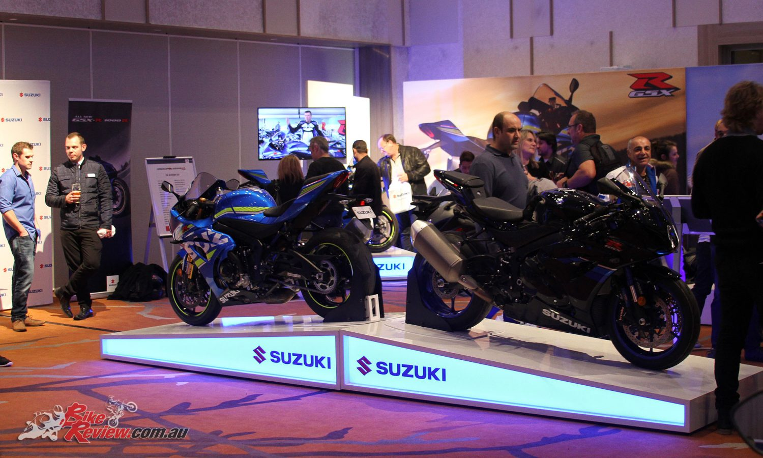 The GSX-R1000Rs back to back