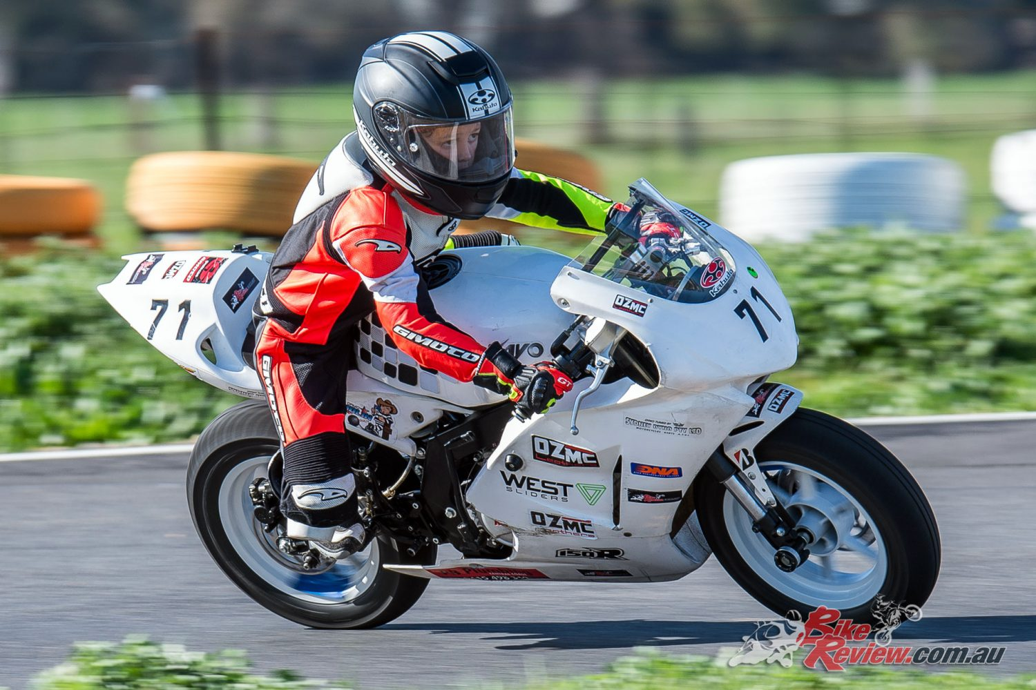 James Weaver riding at MotoStars Round 4 with the Kabuto RT-33 - Image by Col Roper
