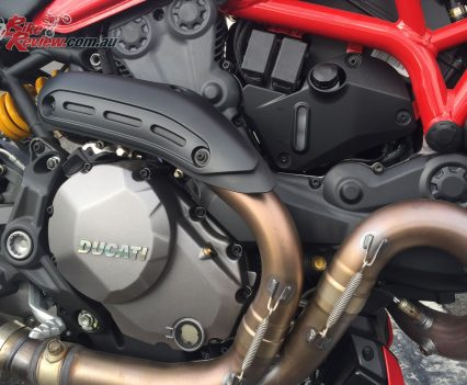 The liquid-cooled 1198cc Testastretta 11° DS twin-cylinder