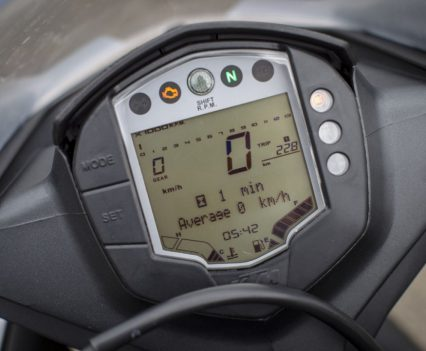 Having also ridden the 390 Duke, the RC 390s dash feels a bit dated!
