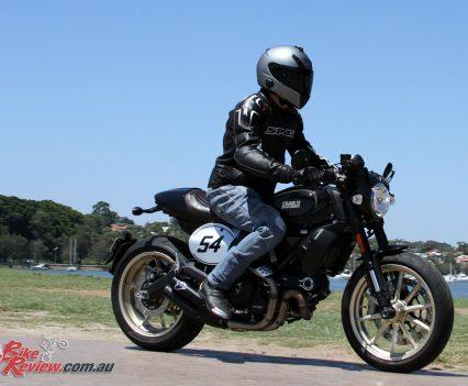 2018-Ducati-Scrambler-Cafe-Racer-2370