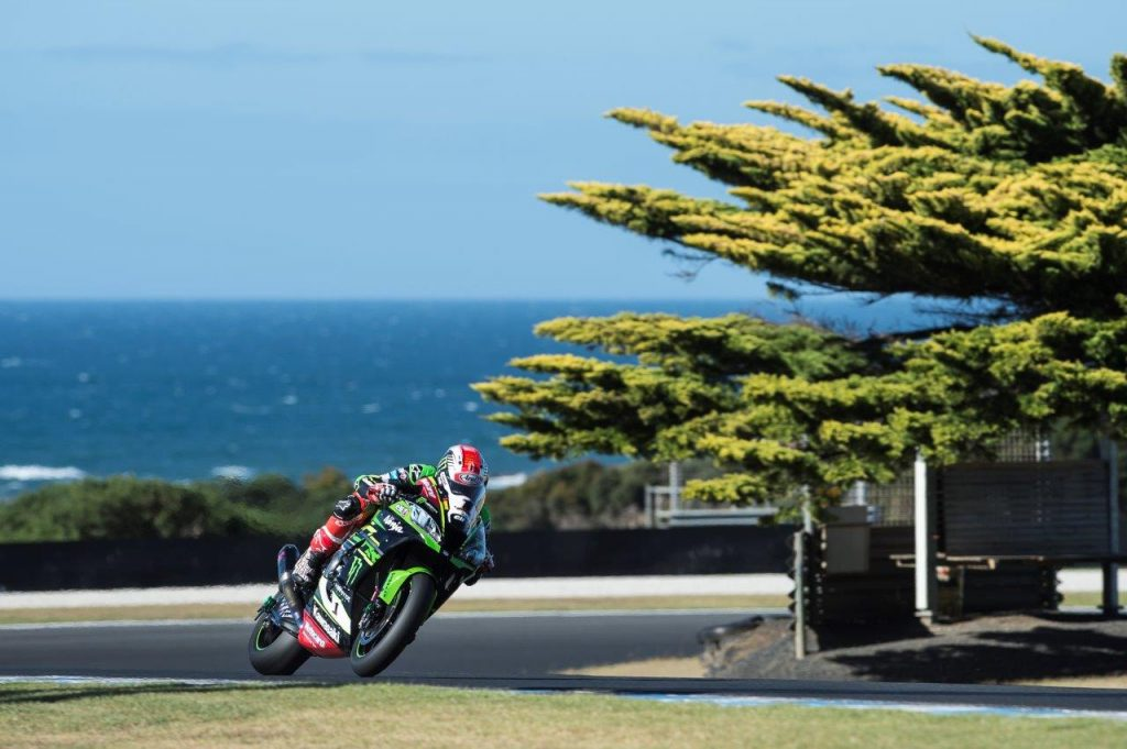 Jonathan Rea firing out of Siberia in his Arai - Image by Graeme Brown