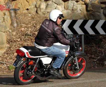 1976-Yamaha-RD400-Bike-Review-7439
