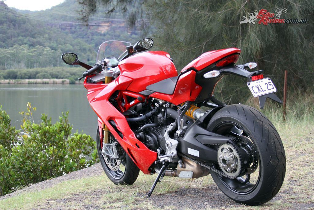 With sports looks and a touring bias riding position the Supersport S is a versatile and fun ride.