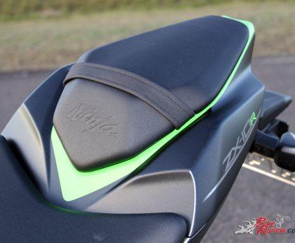 2019 Kawasaki Ninja ZX-10R SE - Ninja embossed passenger seat