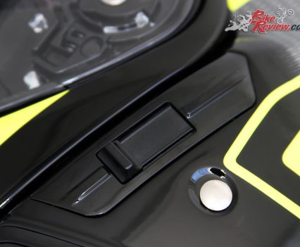 Internal visor toggle, located just under the visor lock-in points