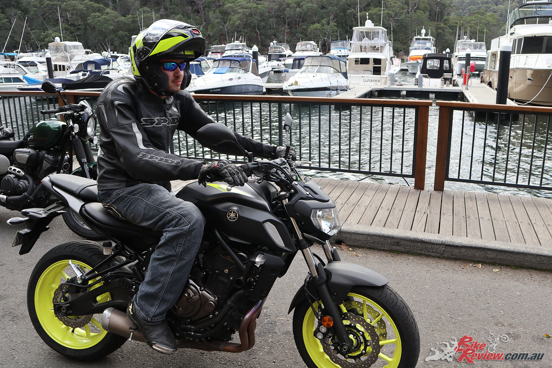 The Shoei Neotec II helmet in Excursion TC-3 suit's the new Yamaha MT-07 colour scheme perfectly!