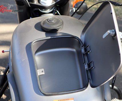 Ural Ranger - Glove box