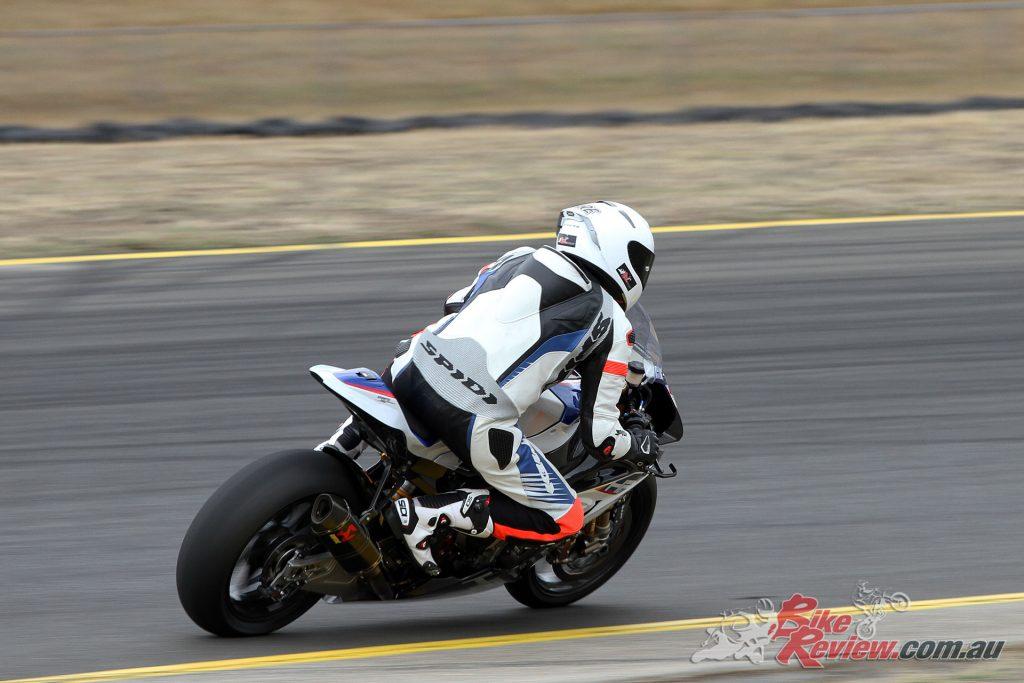 2018-BMW-Motorrad-HP4-Race-8473