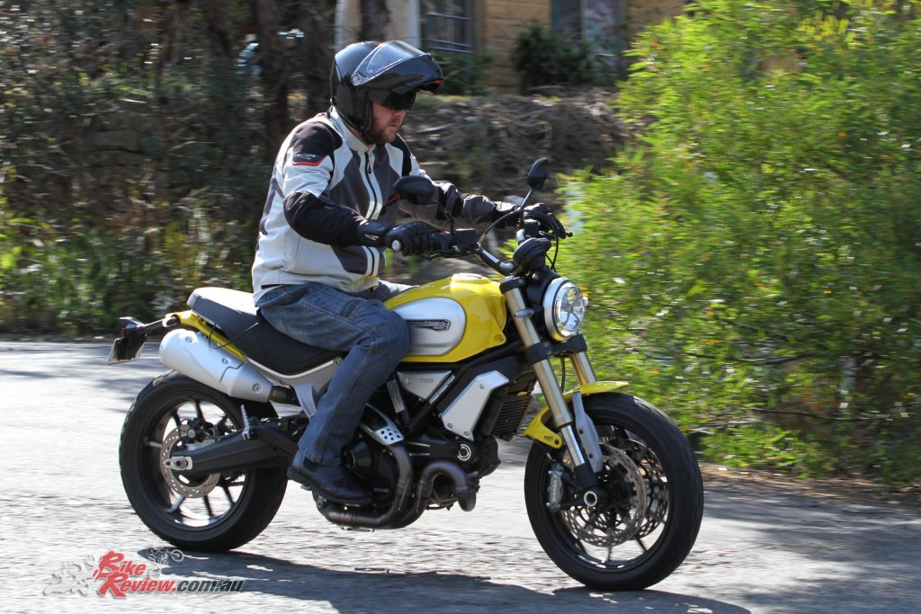Cruising in City Mode sees the engine output the same as the Scrambler 800, 75hp, with a soft throttle but full torque. It makes the bike easy to manage and commute on...