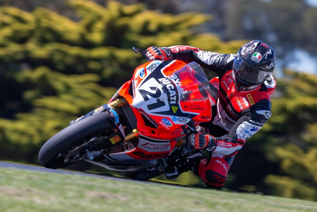Troy Bayliss carving it up wearing his AGV helmet during the Australian Superbike Championship in 2018.