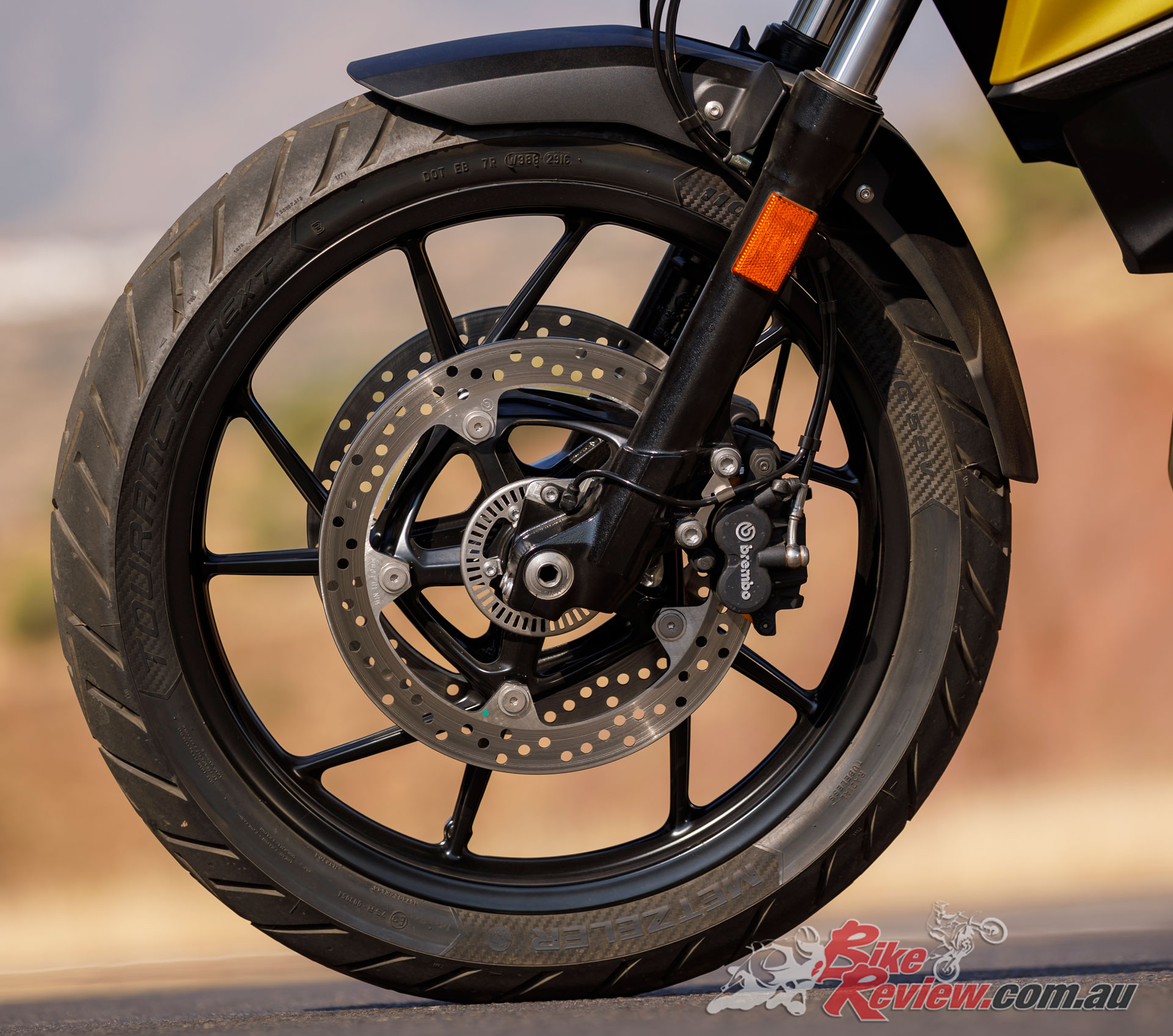 The 2019 F 750 GS features a 19in alloy front wheel, unlike the 850 with a 21in and spoked rims
