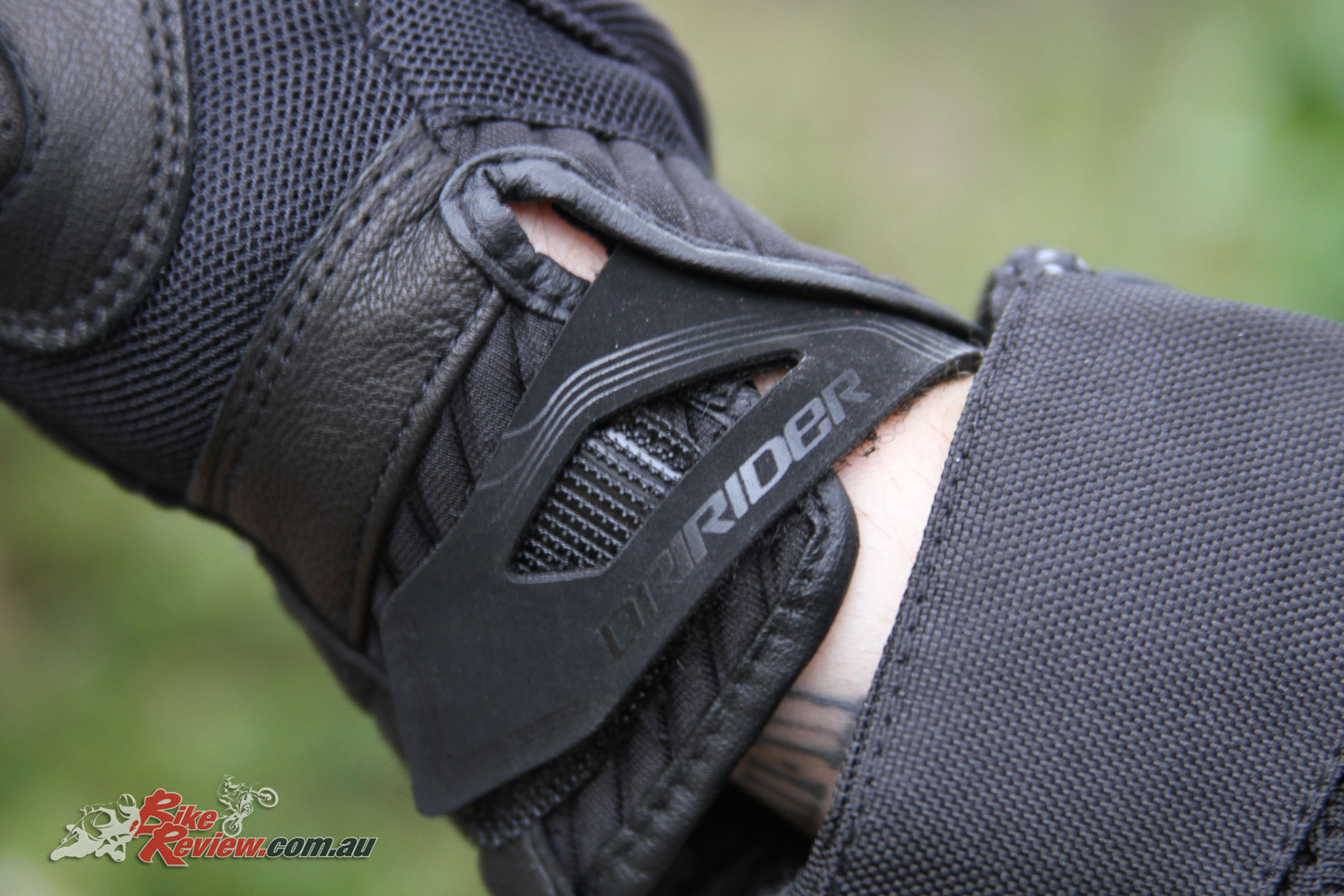 Dririder Strike Glove - Velcro wrist closure