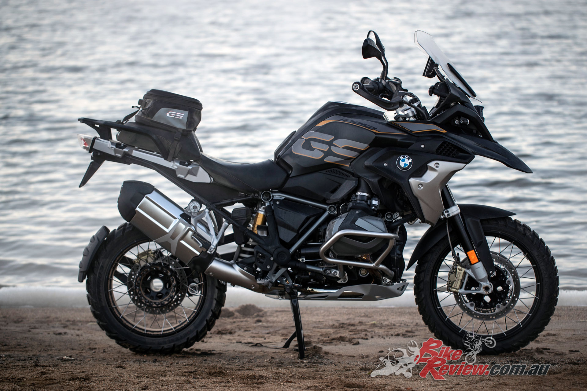 launch 2019 bmw r 1250 gs gs adventure review bike review. Black Bedroom Furniture Sets. Home Design Ideas