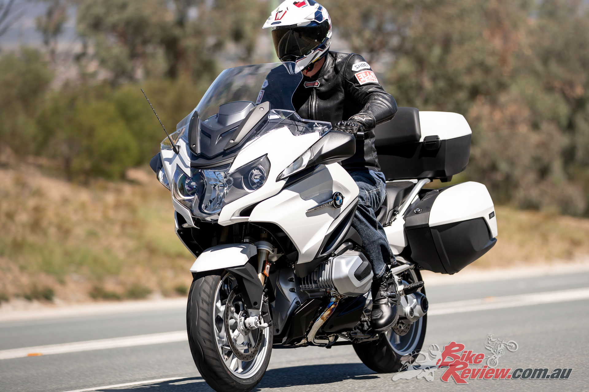 The R 1250 RT can also be fitted with the BMW Gear Shift Assistant Pro for clutchless up and down shifts