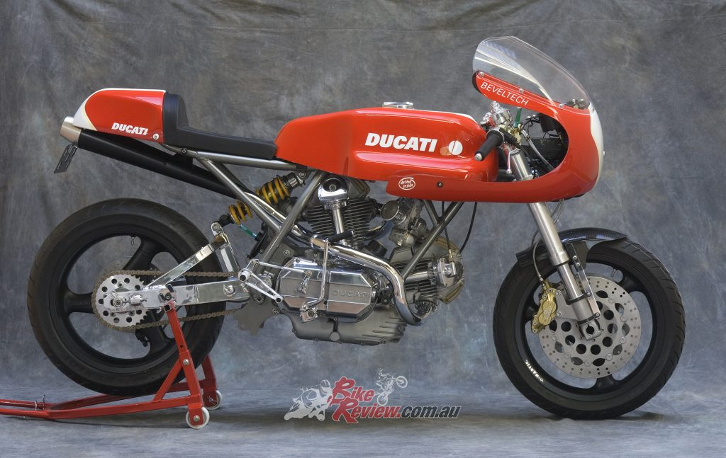 Vern 1 featured a mildly worked 900SS engine, with a special 860 frame and 916 geometry