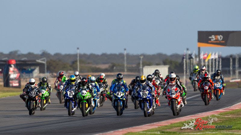 Kawasaki Superbike Race Start - Image by TBG Sport