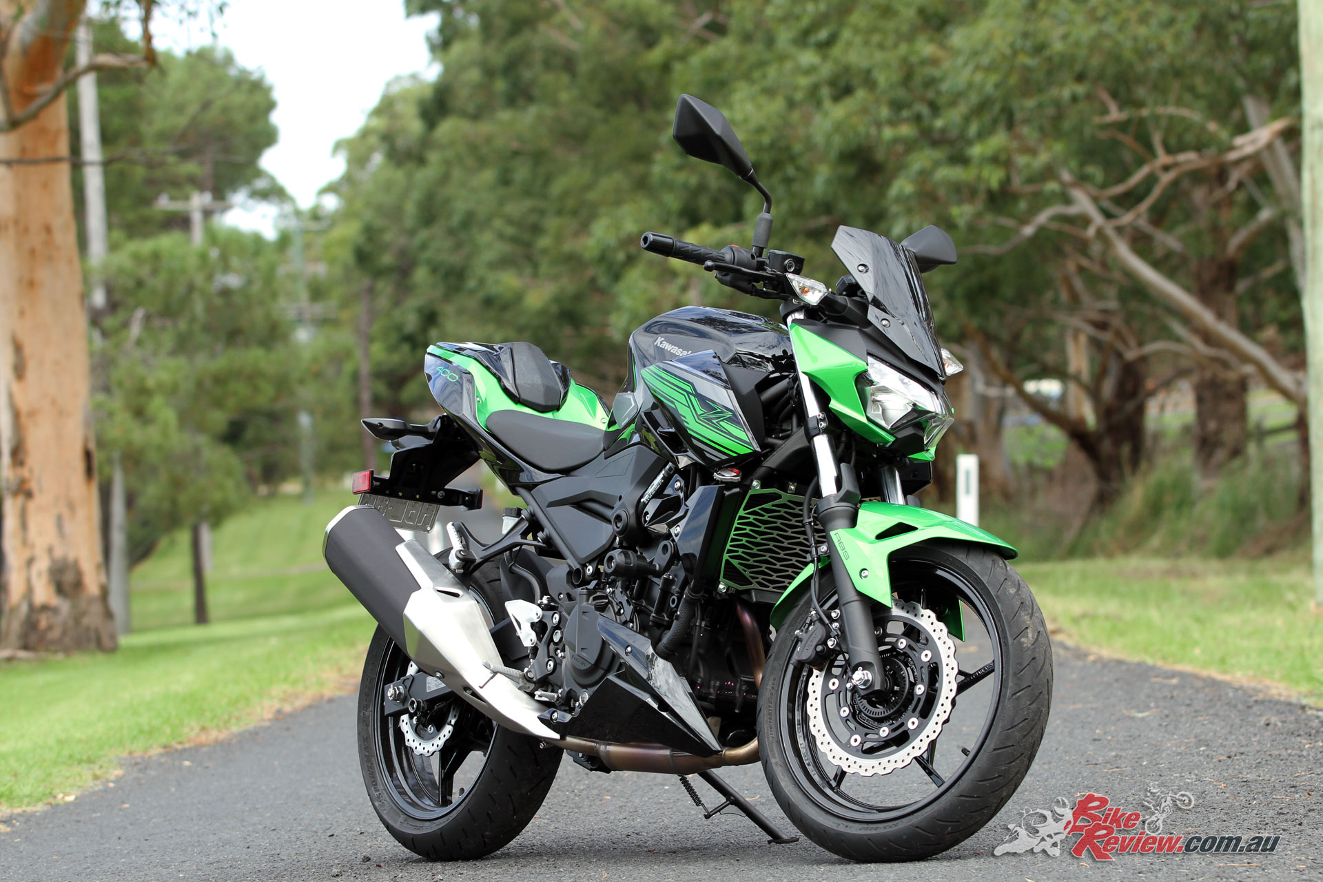 This Z400 includes a variety of genuine Kawasaki accessories, put to get use