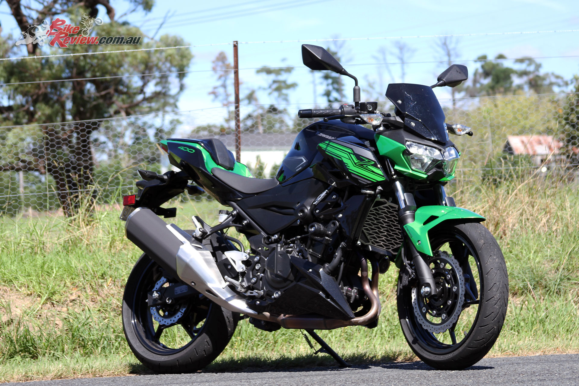 Kawasaki's Z400 offers the performance of the Ninja 400 in a new nakedbike version, massively updating the Z300