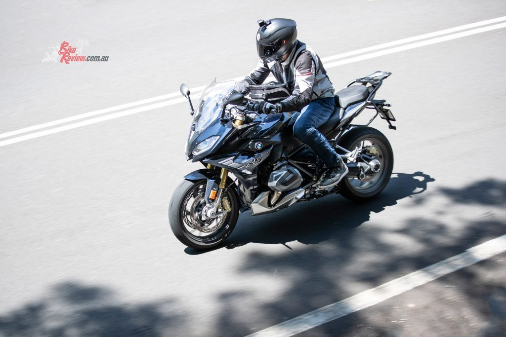 The styling of the K5 S quite aggressive and sporty, perfect for piloting a tough naked or streetfighter.