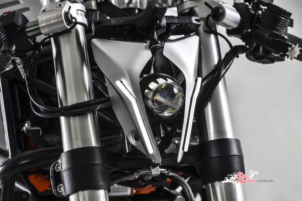 The full LED unit which makes up the headlight has three different funtions: positon light, low beam and high beam.