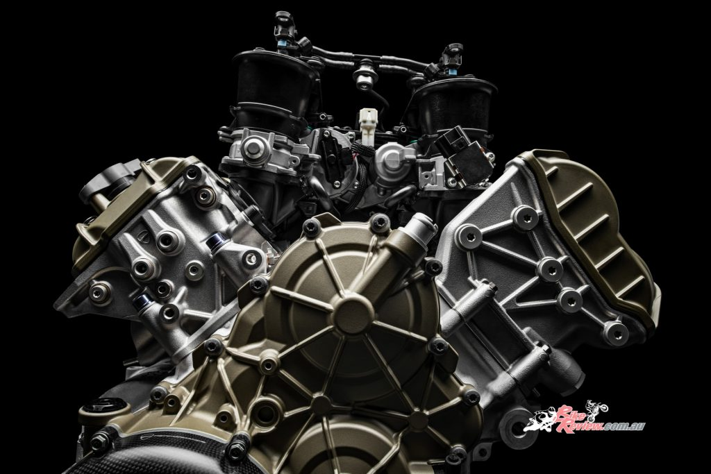 The V4R-derived motor has a 2.8kg weight saving over the 1103cc V4 that sits in the Panigale V4 S.