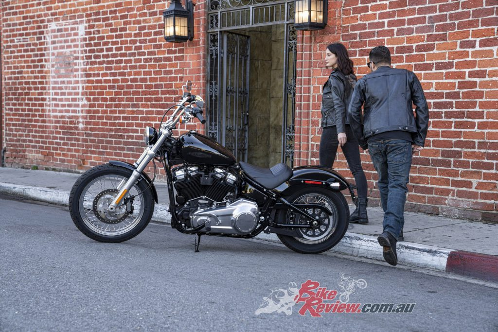 The Softail Standard only has a solo seat, no pillions on this ride!