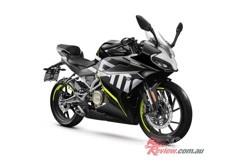 The CFMoto 300SR is a 30hp single-cylinder sportsbike, a first for the CFMoto brand.