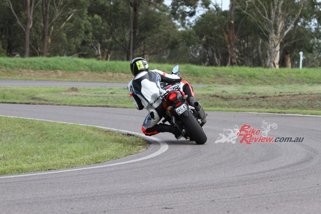 The profile of the BT-16 PRO tyres made a big improvement to the handling of the CBR500R.
