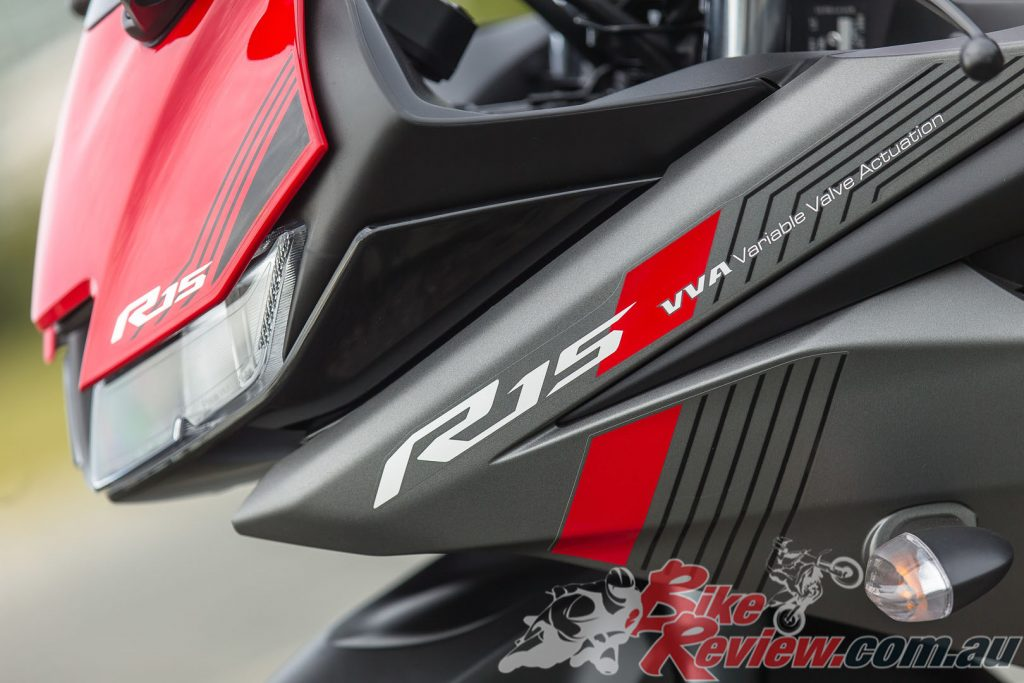 Slim twin-eye LED headlights have an aggressive glaring eyes look similar to the YZF-R1.