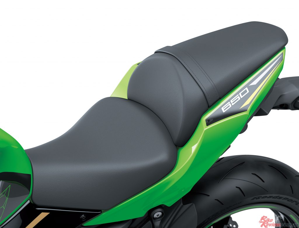 Rear seat with thicker urethane (approximately 5 mm thicker at the centre, 10 mm thicker at thesides).