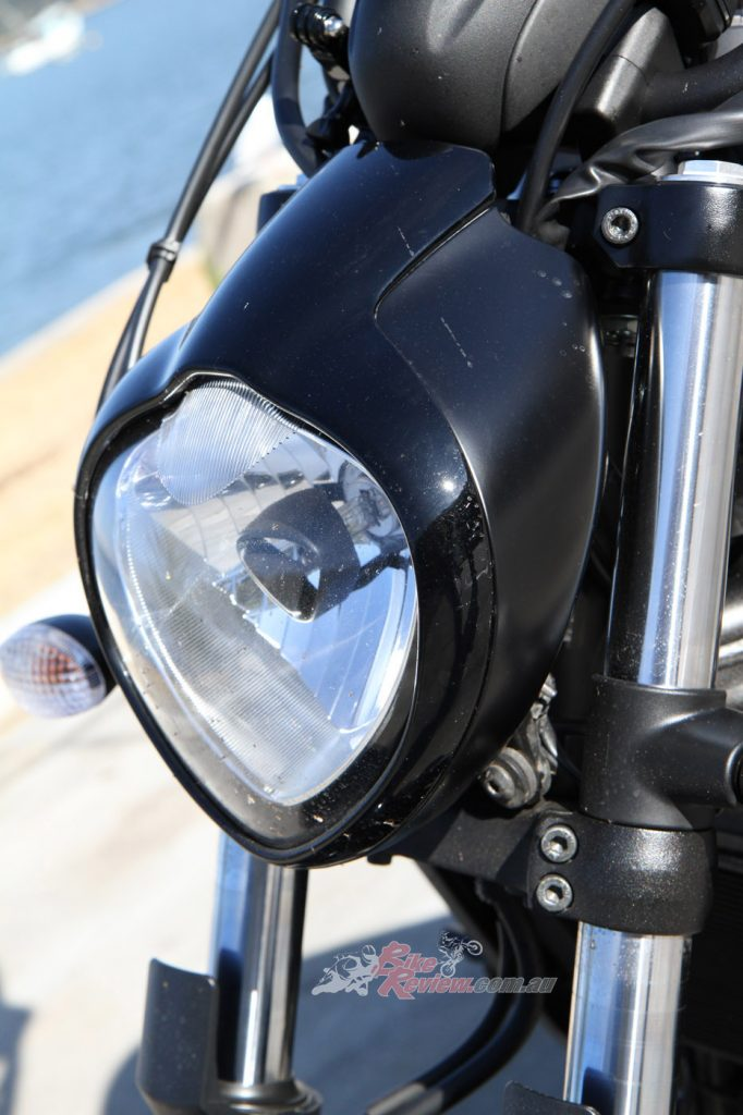 The halogen headlamp sets the tone for the bike, and also provides excellent vision at night.
