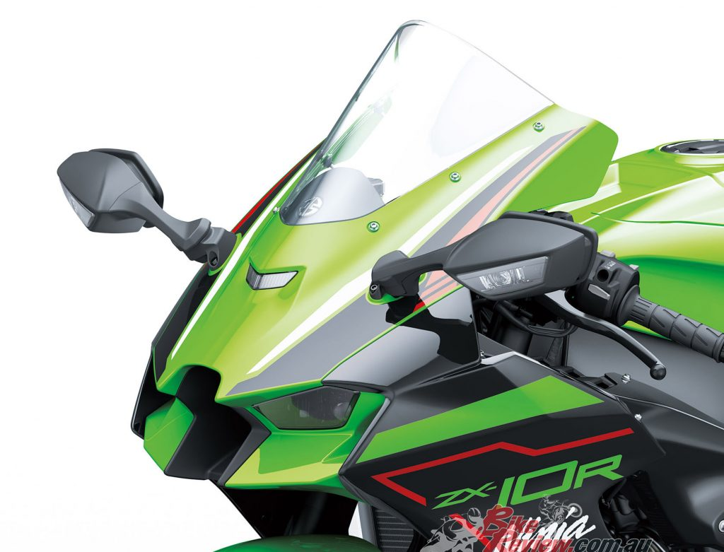 Openings in the side cowl help dissipate engine heat, directing hot engine air away from the rider's knees. Cowl-mounted mirrors feature new-design integrated LED-type (1-bulb) turn signals.
