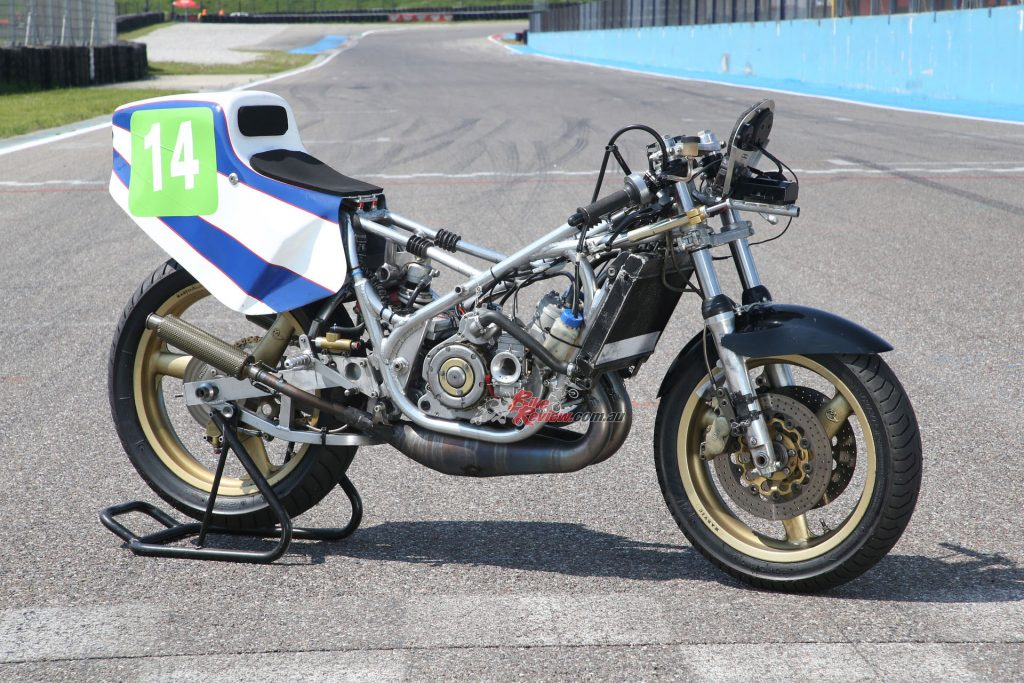 Bartol had decided he needed to build a complete bike because of the compromise Fernandez was experiencing with tyres on the 1980-spec Bimota.